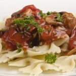 slow cooker herbed mushroom-tomato sauce