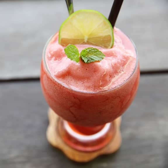 the best healthy berry smoothie recipe