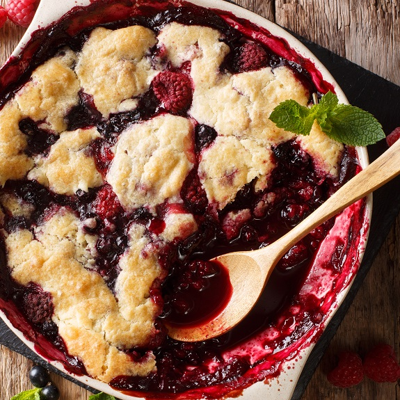 the best slow cooker double-berry cobbler recipe
