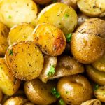 Baby potatoes with olive oil and herbs cooked in a slow cooker. Very easy and tasty vegetarian recipe. #slowcooker #crockpot #potatoes #dinner #homemade #vegetarian #vegan #yummy