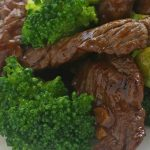 Slow cooker keto beef and broccoli recipe. Beef flank steak with broccoli florets cooked in a slow cooker. Very easy and tasty low-carb (3 g) keto diet recipe. #slowcooker #crockpot #dinner #beef #broccoli #keto #diet #lowcarb #homemade